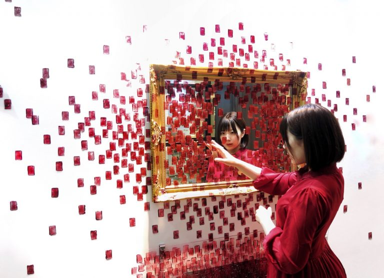 Read more about the article 銀座・阪急百貨店にて石井七歩個展『Her name is Metropolis』が開催されました
